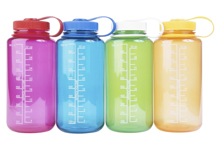 How to clean a reusable water bottle